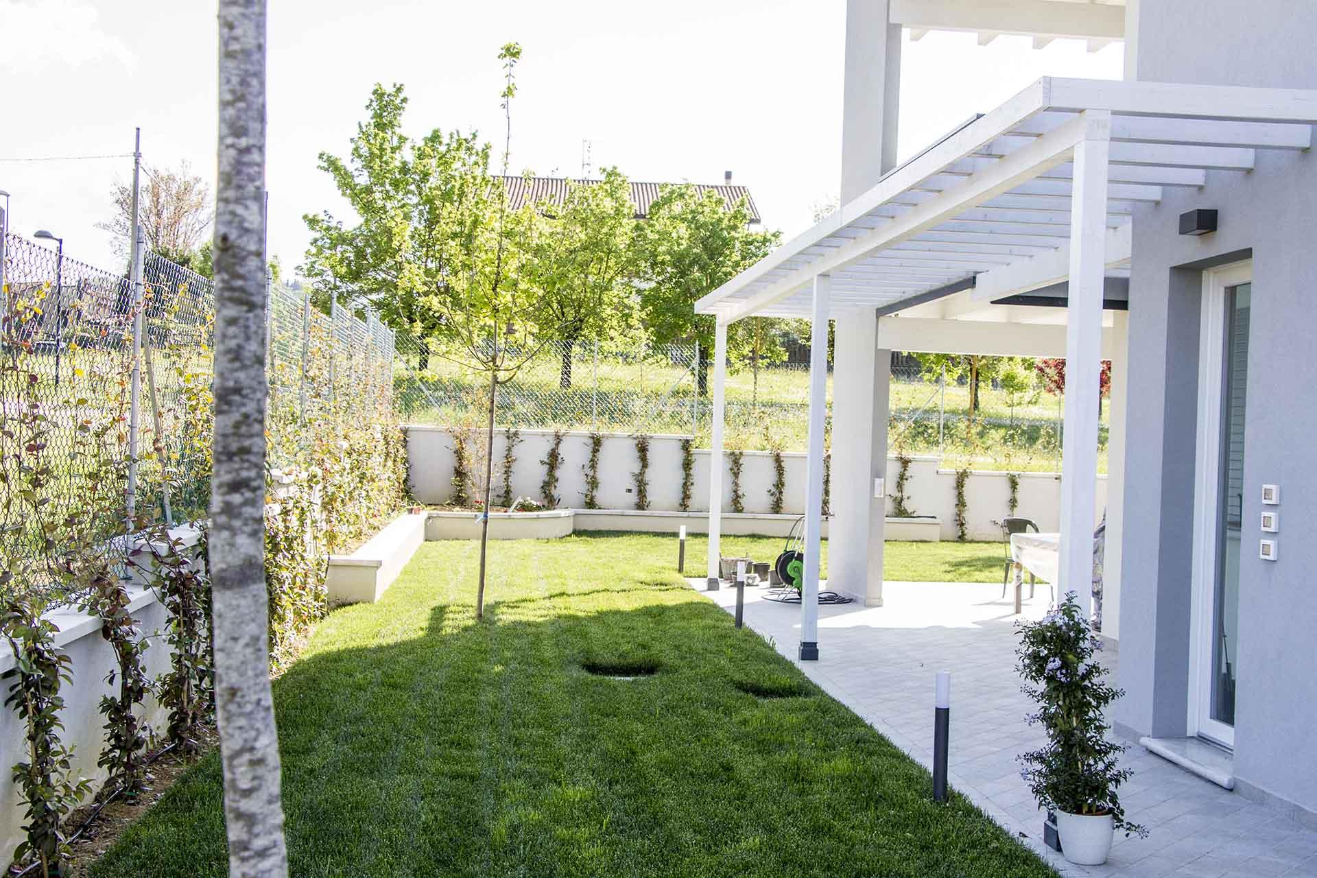 giardino casa-struttura in legno-mazzocchi legno-bologna