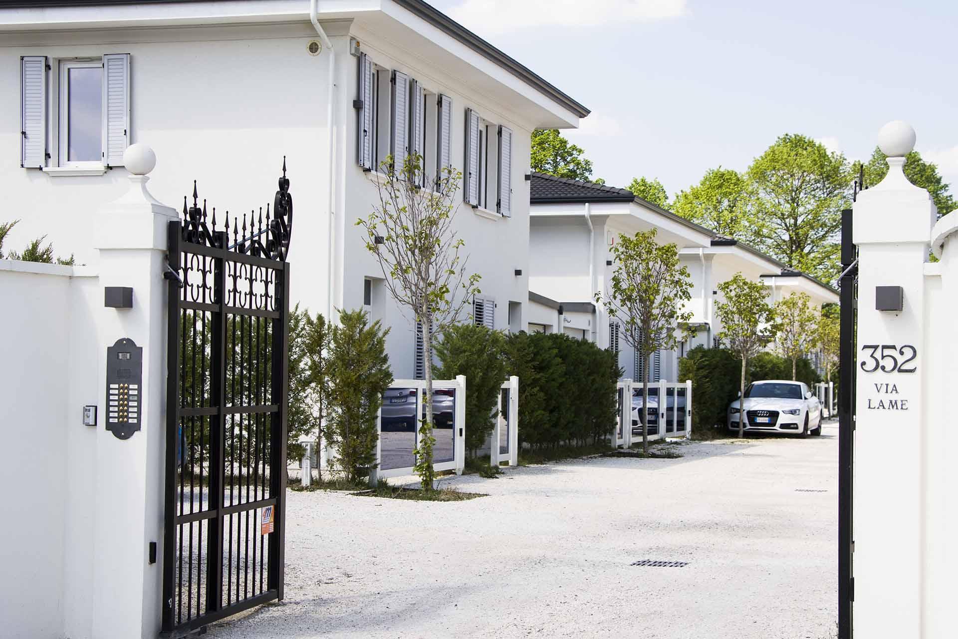 ingresso cancello casa-mazzocchi legno-strutture edili in legno-bologna